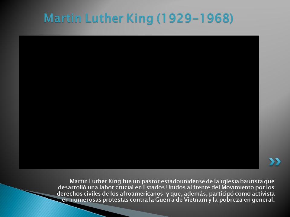 Martin Luther King fue un pastor estadounidense de la iglesia bautista que desarrolló una labor crucial en Estados Unidos al frente del Movimiento por los derechos civiles de los afroamericanos y que, además, participó como activista en numerosas protestas contra la Guerra de Vietnam y la pobreza en general.