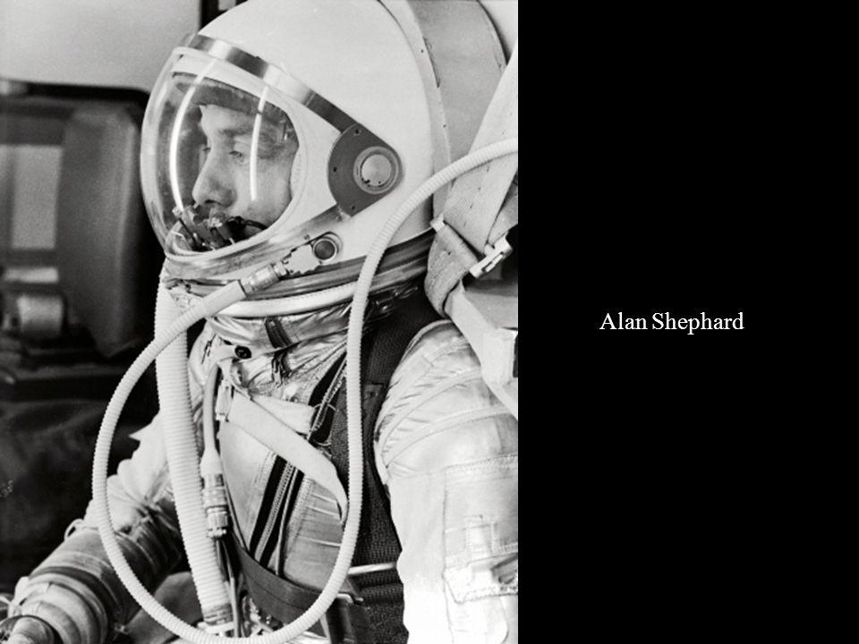 Alan Shephard entrando en la Freedom 7 el 5 de mayo de 1961