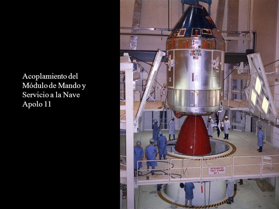 Acoplamiento del Módulo de Mando y Servicio a la Nave Apolo 11