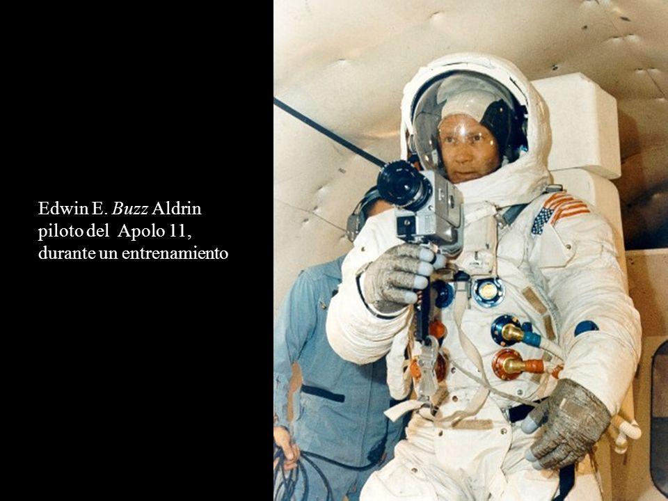 Edwin E. Buzz Aldrin piloto del Apolo 11, durante un entrenamiento