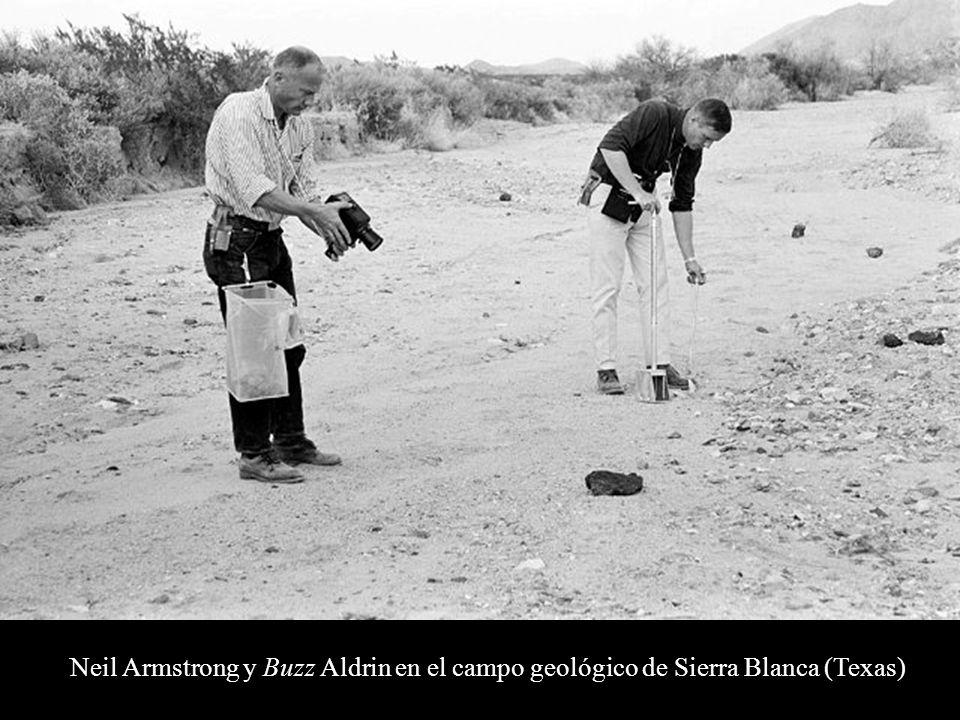 Neil Armstrong y Buzz Aldrin en el campo geológico de Sierra Blanca (Texas)