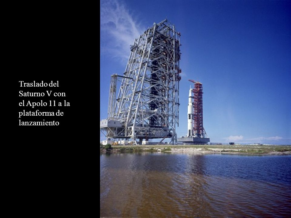 Traslado del Saturno V con el Apolo 11 a la plataforma de lanzamiento