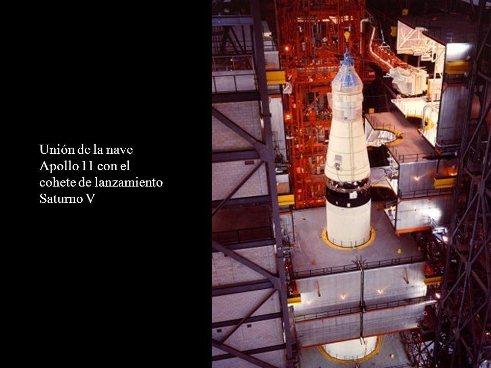 Unión de la nave Apollo 11 con el cohete de lanzamiento Saturno V
