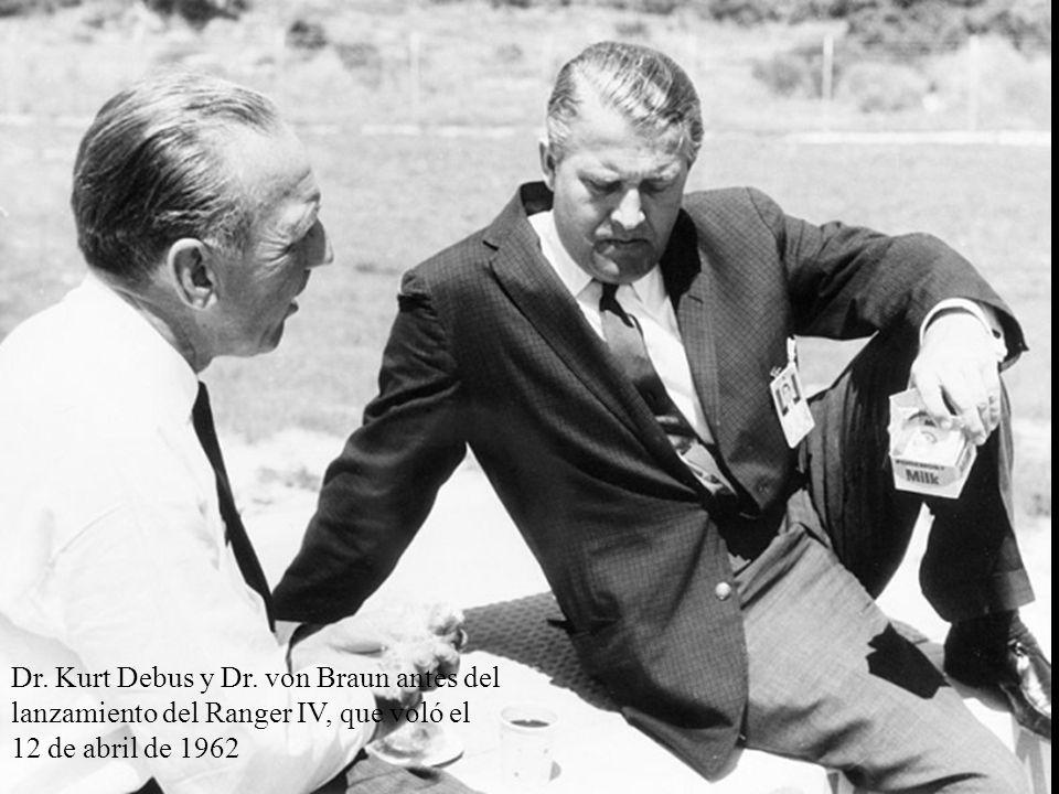 Dr. Kurt Debus y Dr. von Braun antes del lanzamiento del Ranger IV, que voló el 12 de abril de 1962