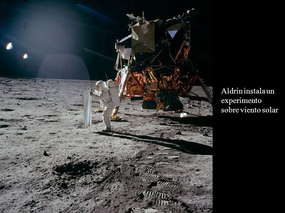Aldrin instala un experimento sobre viento solar