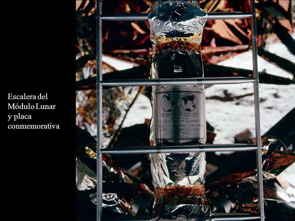 Escalera del Módulo Lunar y placa conmemorativa