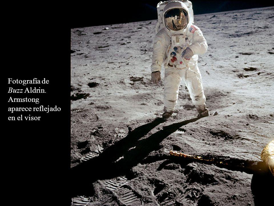 Fotografía de Buzz Aldrin. Armstong aparece reflejado en el visor