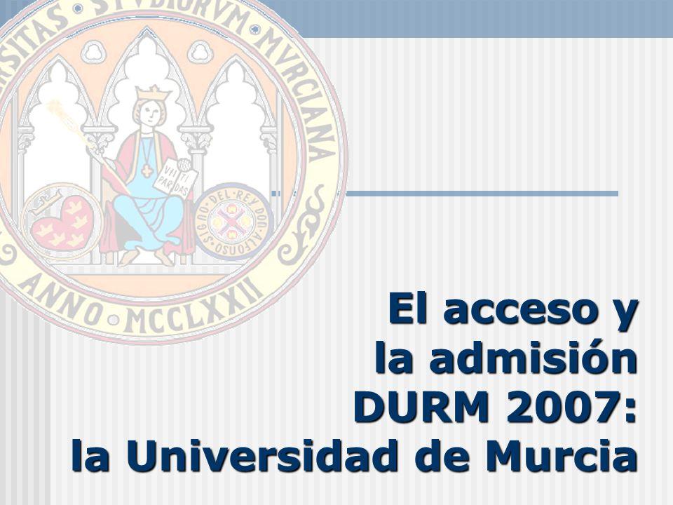 El acceso y la admisión 2007: La Universidad de Murcia LA OFERTA DE ESTUDIOS EN LA UNIVERSIDAD DE MURCIA (Ingreso en el primer ciclo) TITULACIONES SIN LÍMITE DE PLAZAS TITULACIONES SIN LÍMITE DE PLAZAS Diplomado en Biblioteconomía y Documentación Diplomado en Gestión y Administración Pública Diplomado en Óptica y Optometría Diplomado en Relaciones Laborales Diplomado en Relaciones Laborales (ISEN Formación Universitaria) (Centro Privado Adscrito) Diplomado en Turismo (Centro Privado Adscrito) Ingeniero Químico Ingeniero en Informática Ingeniero Técnico Informática de Gestión Licenciado en Administración y Dirección de Empresas Licenciado en Biología Licenciado en Ciencias Ambientales Licenciado en Derecho Licenciado en Economía Licenciado en Filología Clásica Licenciado en Filología Francesa Licenciado en Filología Hispánica Licenciado en Filología Inglesa Licenciado en Filosofía Licenciado en Física Licenciado en Geografía Licenciado en Historia Licenciado en Historia del Arte Licenciado en Matemáticas Licenciado en Química Primer Ciclo Común (Licenciado en CC.