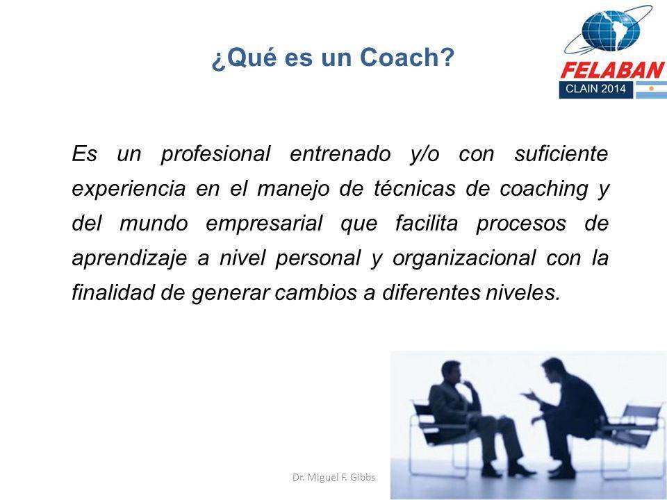 ¿Qué es un Coach? Es un profesional entrenado y/o con suficiente experiencia en el manejo de técnicas de coaching y del mundo empresarial que facilita