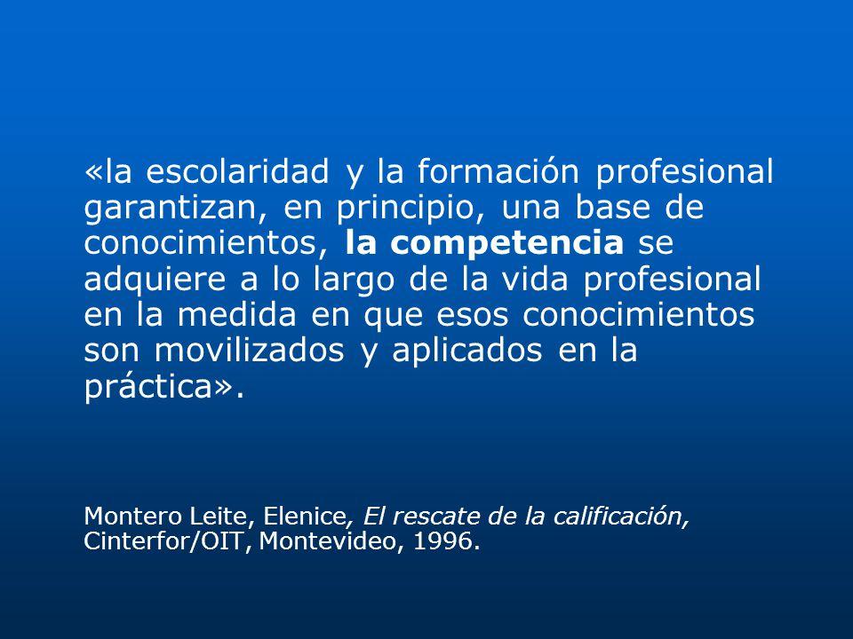 «la escolaridad y la formación profesional garantizan, en principio, una base de conocimientos, la competencia se adquiere a lo largo de la vida profe