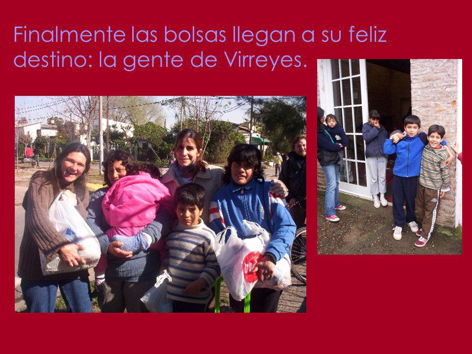Finalmente las bolsas llegan a su feliz destino: la gente de Virreyes.