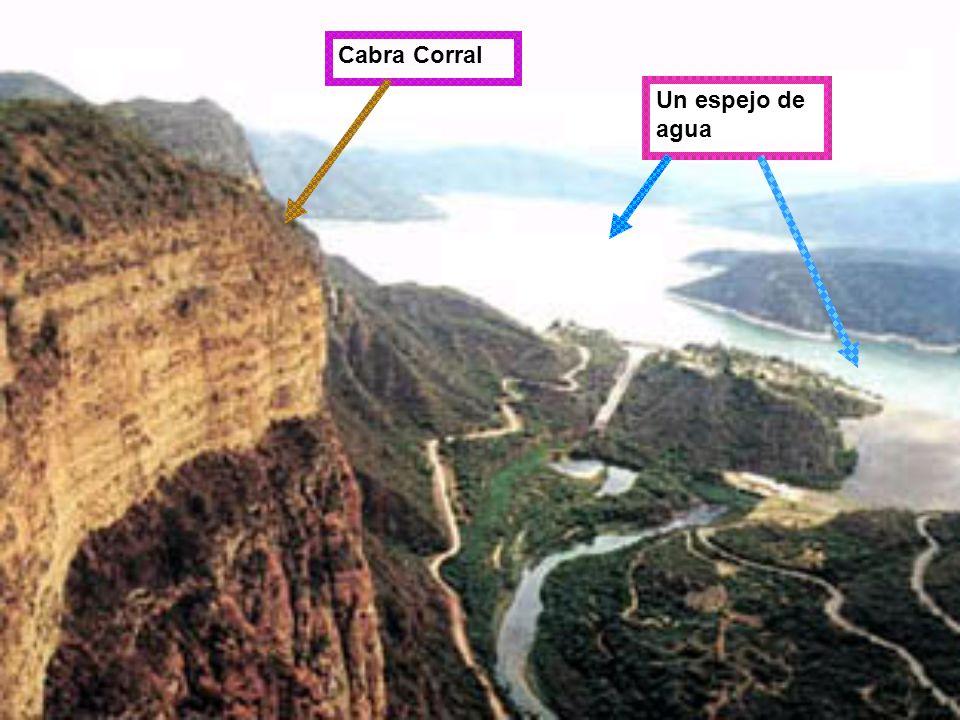 Mide 4320m de altura. El lago es de Salta