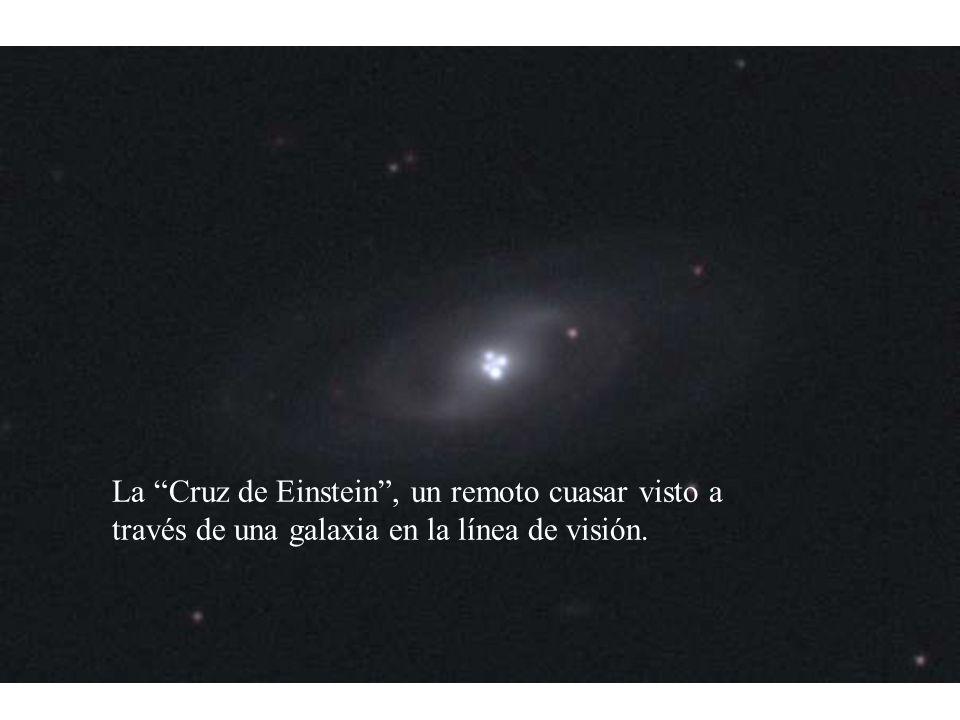 La Cruz de Einstein, un remoto cuasar visto a través de una galaxia en la línea de visión.
