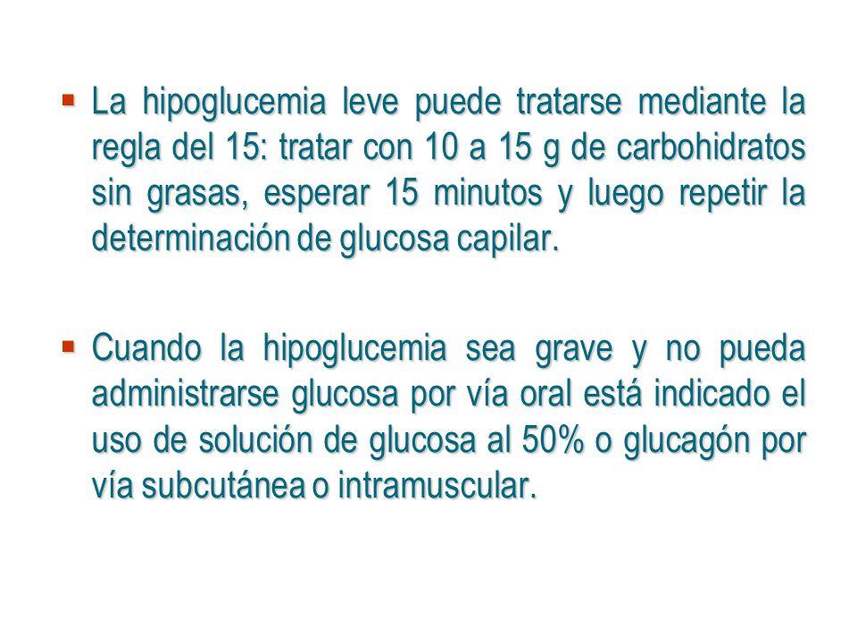 La hipoglucemia leve puede tratarse mediante la regla del 15: tratar con 10 a 15 g de carbohidratos sin grasas, esperar 15 minutos y luego repetir la