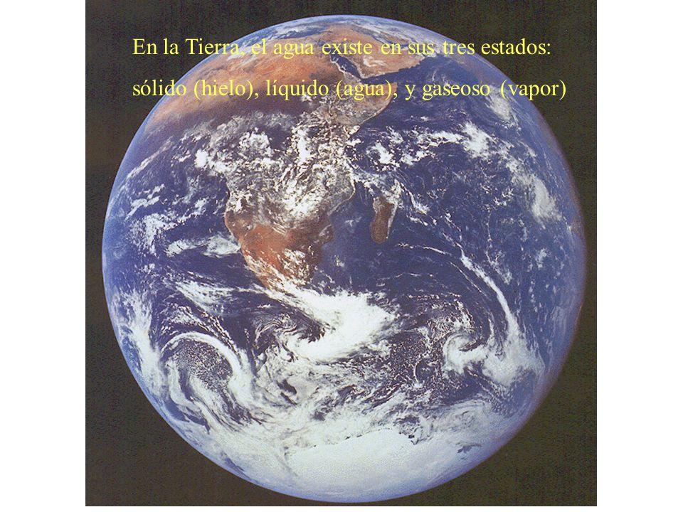 En la Tierra, el agua existe en sus tres estados: sólido (hielo), líquido (agua), y gaseoso (vapor)
