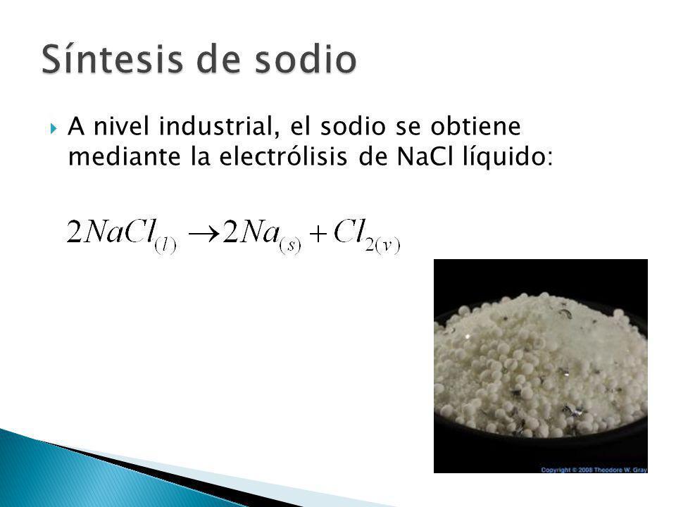 A nivel industrial, el sodio se obtiene mediante la electrólisis de NaCl líquido: