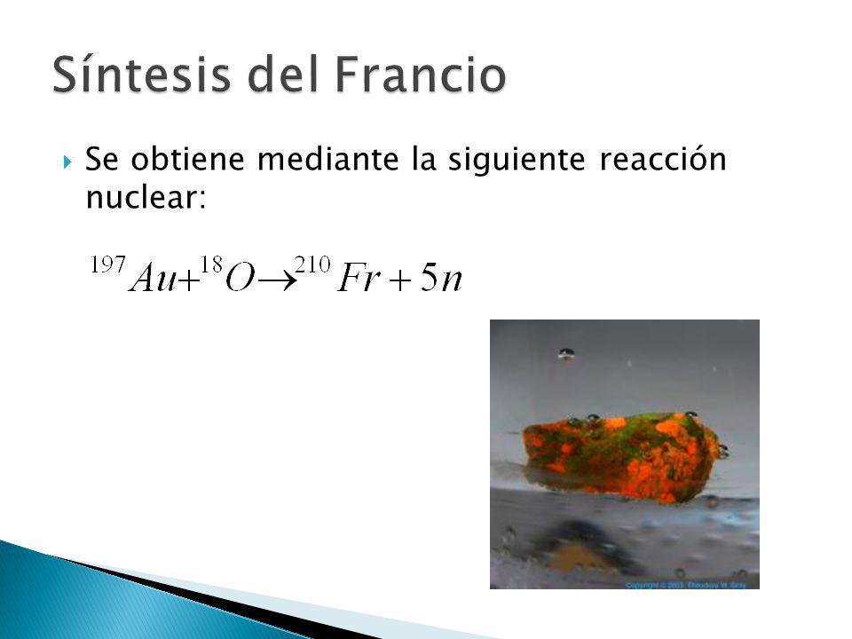 Se obtiene mediante la siguiente reacción nuclear: