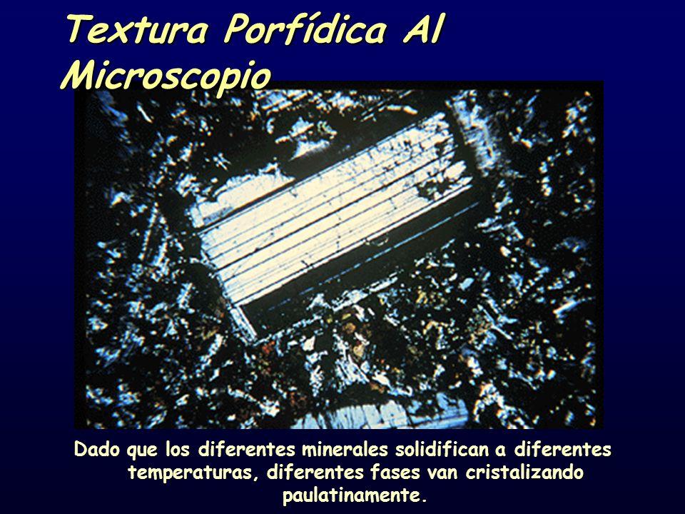 Textura Porfídica Al Microscopio Dado que los diferentes minerales solidifican a diferentes temperaturas, diferentes fases van cristalizando paulatinamente.