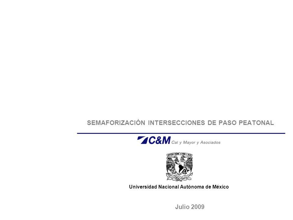 PASOS PEATONALES UNAM Secretaria General Universidad Nacional Autónoma de México 12 TIEMPOS DE SEGURIDAD Se determinan considerando las distancias a cubrir, desde la línea de pare y el punto de conflicto, así como la velocidad de desplazamiento para dos trayectorias diferentes.