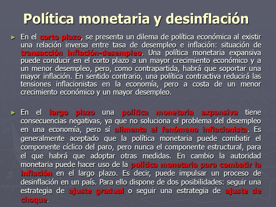 Política monetaria y desinflación En el corto plazo, se presenta un dilema de política económica al existir una relación inversa entre tasa de desempleo e inflación: situación de transacción inflación-desempleo.