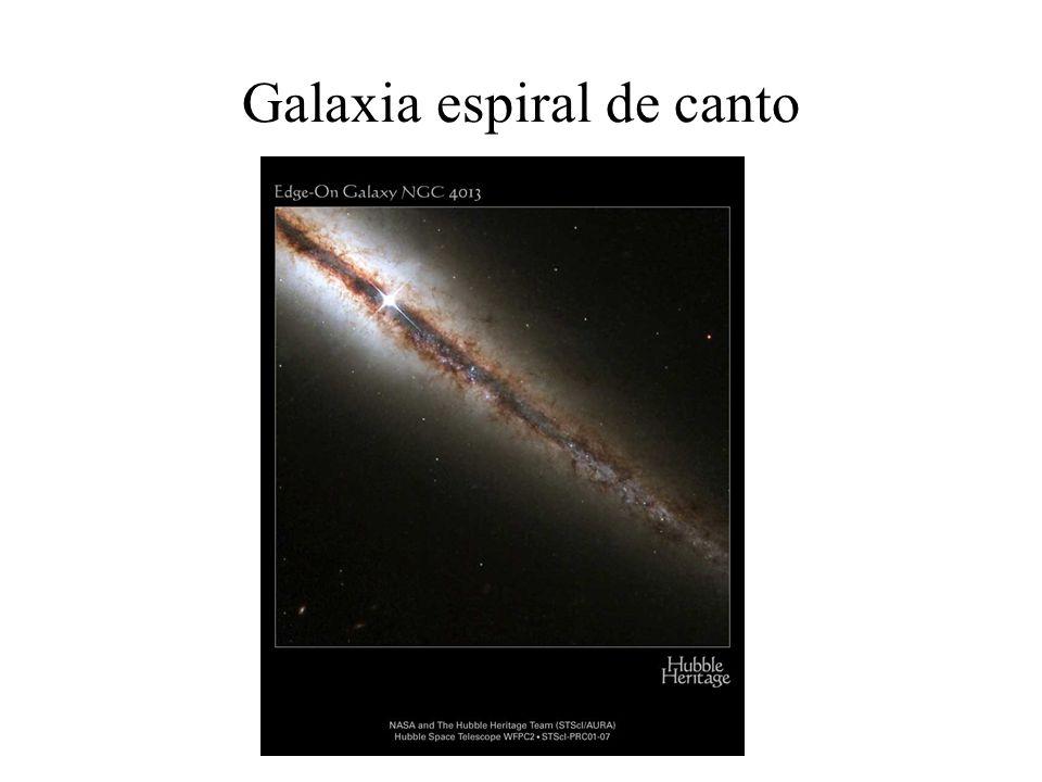 Galaxia espiral de canto