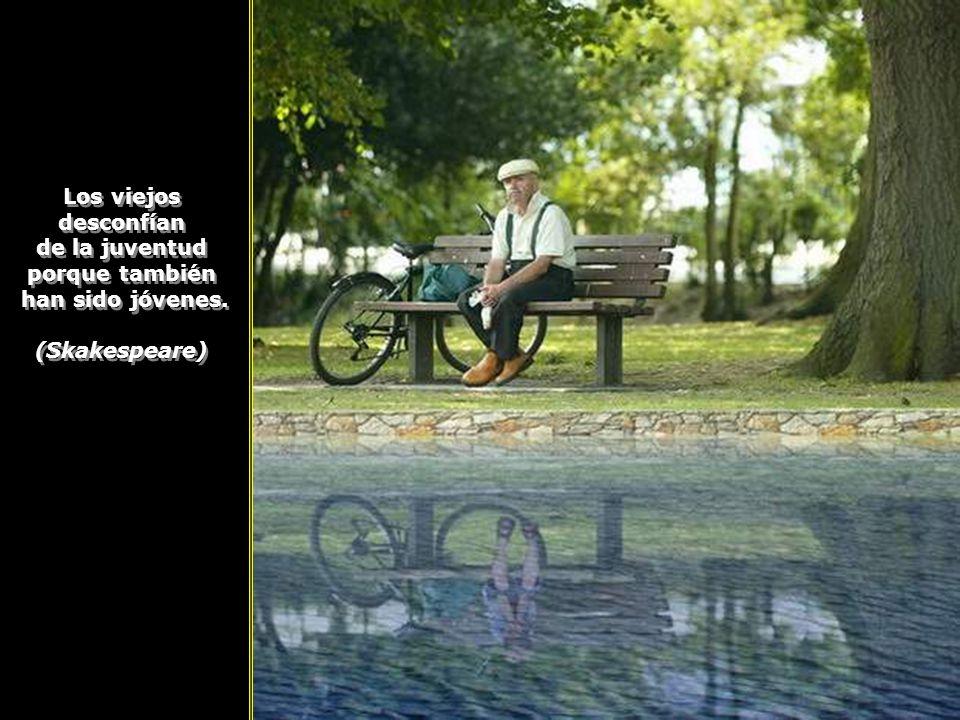 La vejez es lo más inesperado de todo lo que le sucede al hombre. La vejez es lo más inesperado de todo lo que le sucede al hombre.