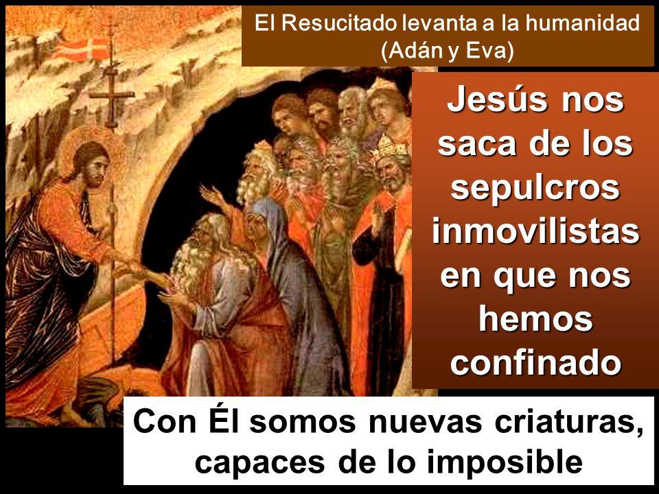 Y en esto entró Jesús, se puso en medio y les dijo: