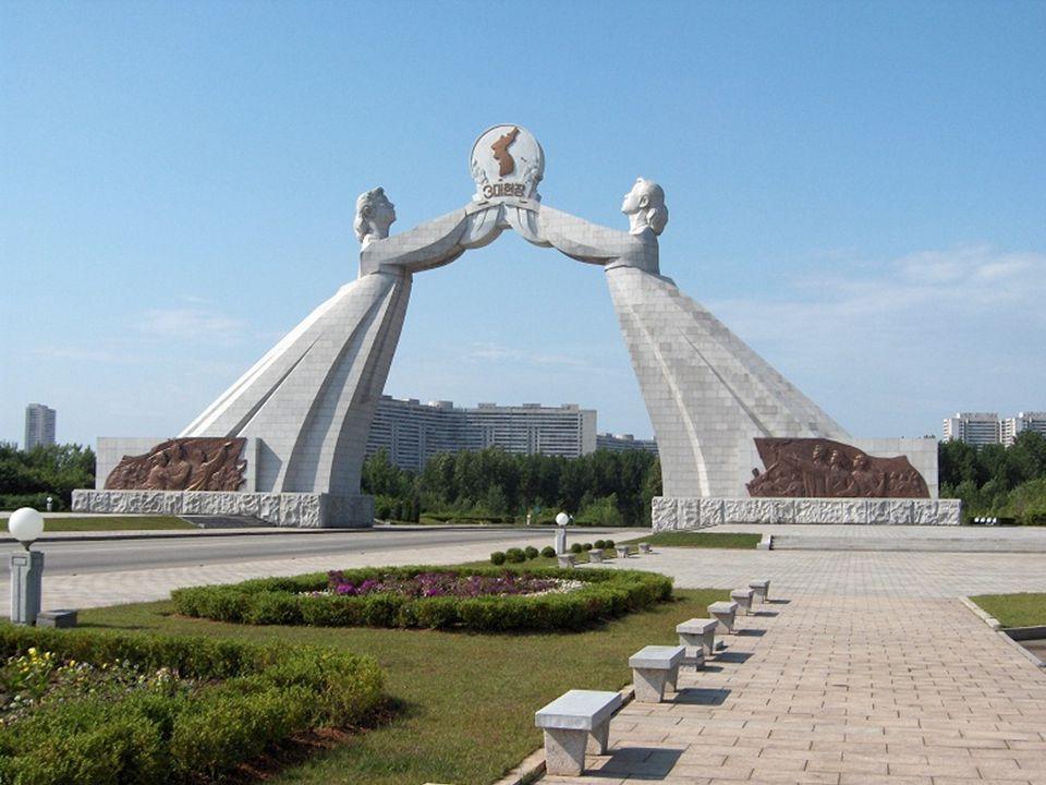 www.vitanoblepowerpoints.net Los monumentos son fastuosos y con toda su carga ideológica.