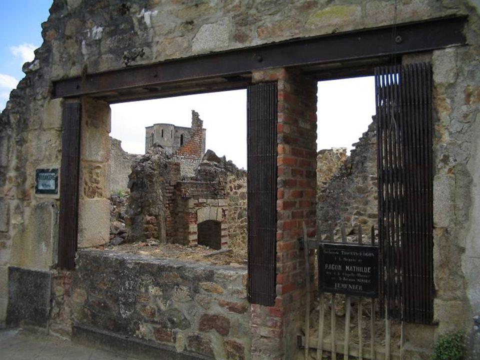 Las mujeres y los niños fueron encerrados en la iglesia, donde los alemanes colocaron una carga de explosivos y paja.