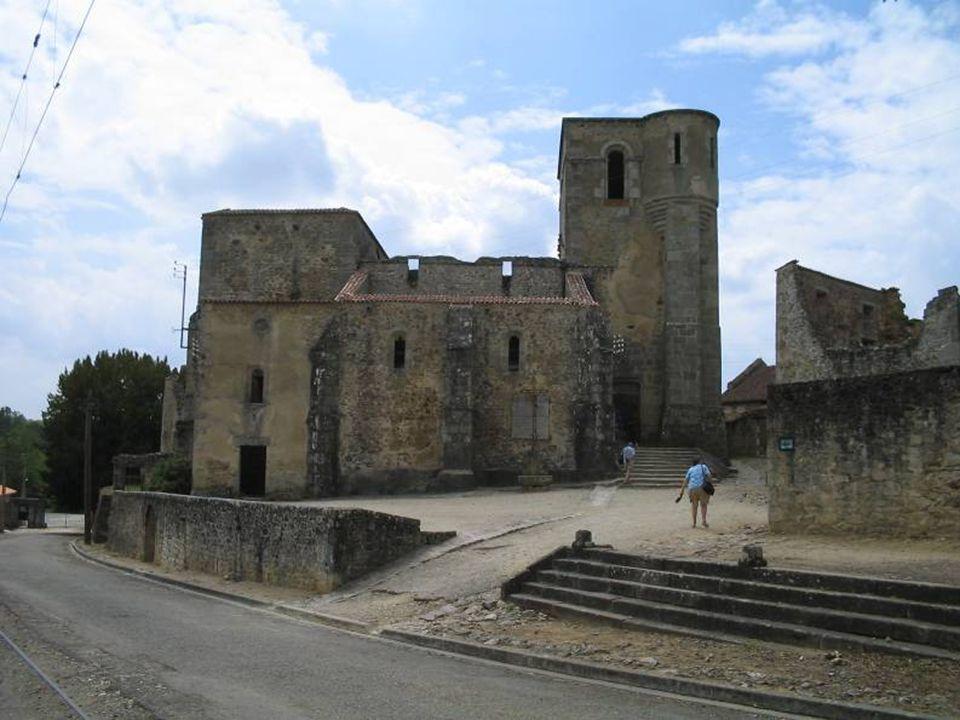 Masacre de las mujeres y niños El grupo encerrado en la iglesia estaba compuesto por todas las mujeres y niños de la aldea.