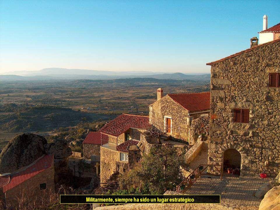 UNA DE LAS VILLAS HISTORICAS DE PORTUGAL El pueblo esta situado a 760 m de altitud