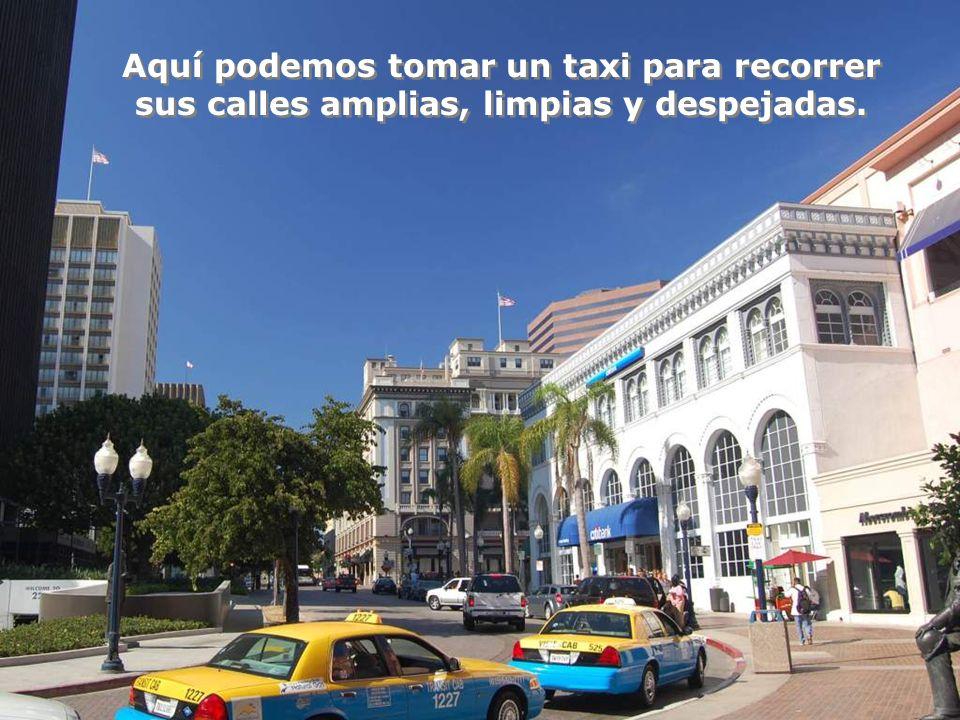 Aquí podemos tomar un taxi para recorrer sus calles amplias, limpias y despejadas.