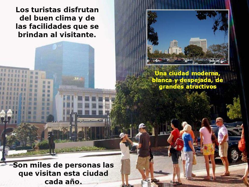 Los turistas disfrutan del buen clima y de las facilidades que se brindan al visitante.