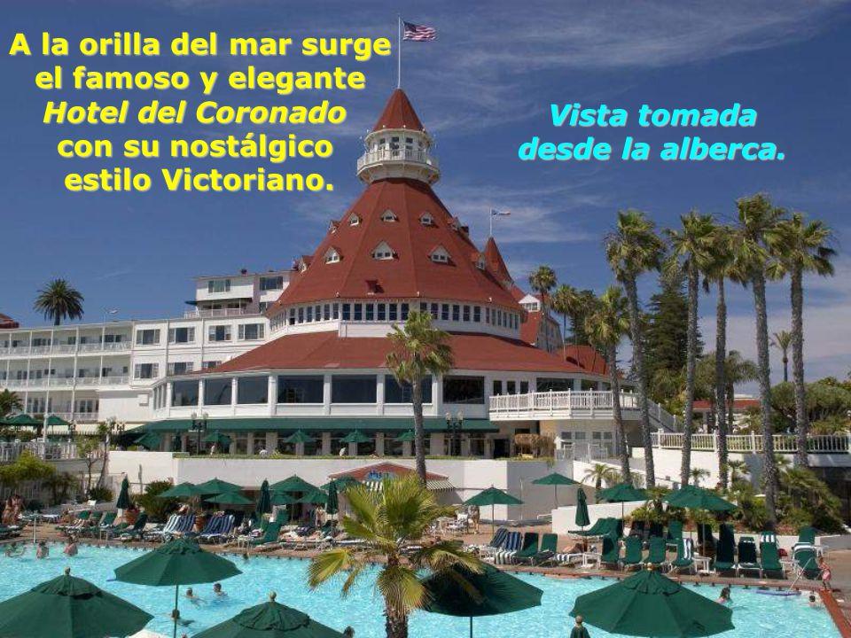 A la orilla del mar surge el famoso y elegante Hotel del Coronado con su nostálgico estilo Victoriano.