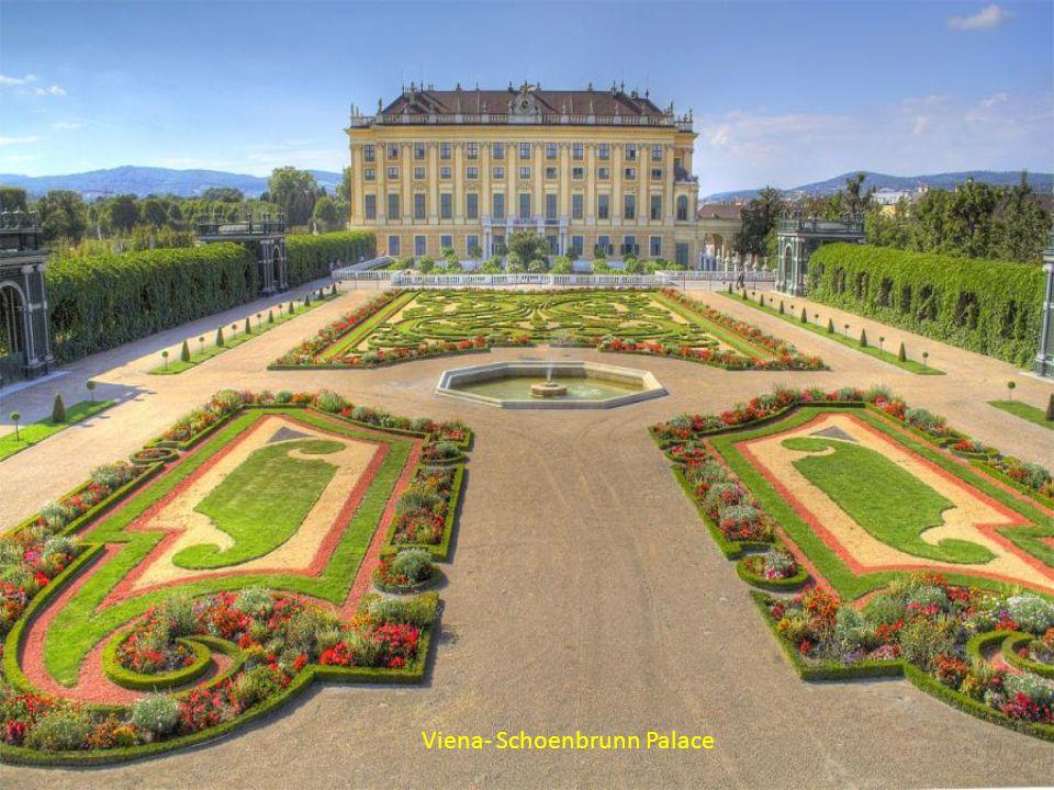 Peles Castle - Romania QUE NO TURBE MI CONCIENCIA, LA OPINIÓN DEL MUNDO NECIO, QUE APRENDA SEÑOR LA CIENCIA, DE VER CON INDIFERENCIA, LA ADULACIÓN Y EL DESPRECIO.