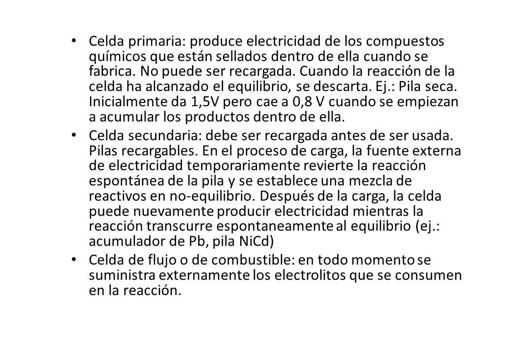 Celda primaria: produce electricidad de los compuestos químicos que están sellados dentro de ella cuando se fabrica. No puede ser recargada. Cuando la