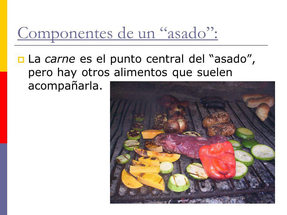 Componentes de un asado: La carne es el punto central del asado, pero hay otros alimentos que suelen acompañarla.