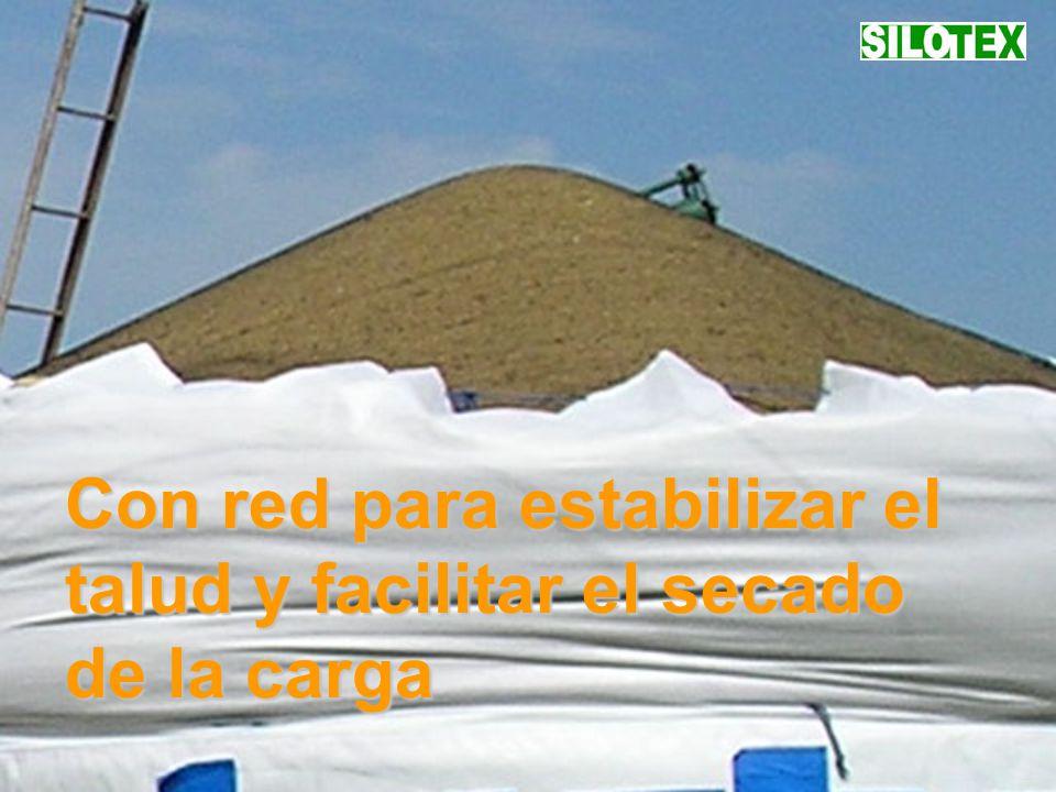 Con red para estabilizar el talud y facilitar el secado de la carga