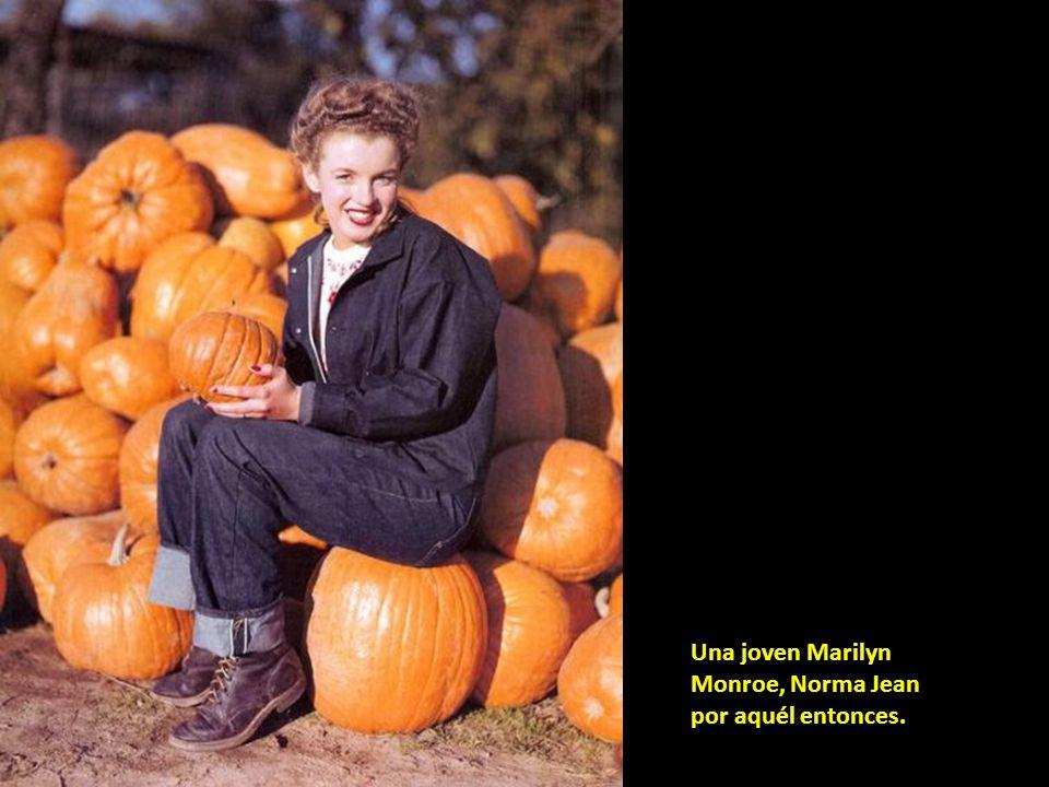 Una joven Marilyn Monroe, Norma Jean por aquél entonces.