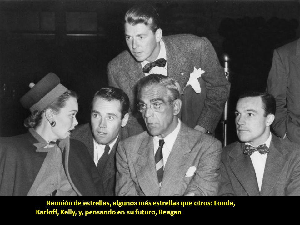 Buster Keaton posa junto a parte de la familia Cartwright.