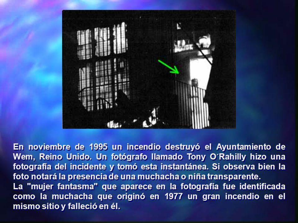 En noviembre de 1995 un incendio destruyó el Ayuntamiento de Wem, Reino Unido. Un fotógrafo llamado Tony O´Rahilly hizo una fotografía del incidente y