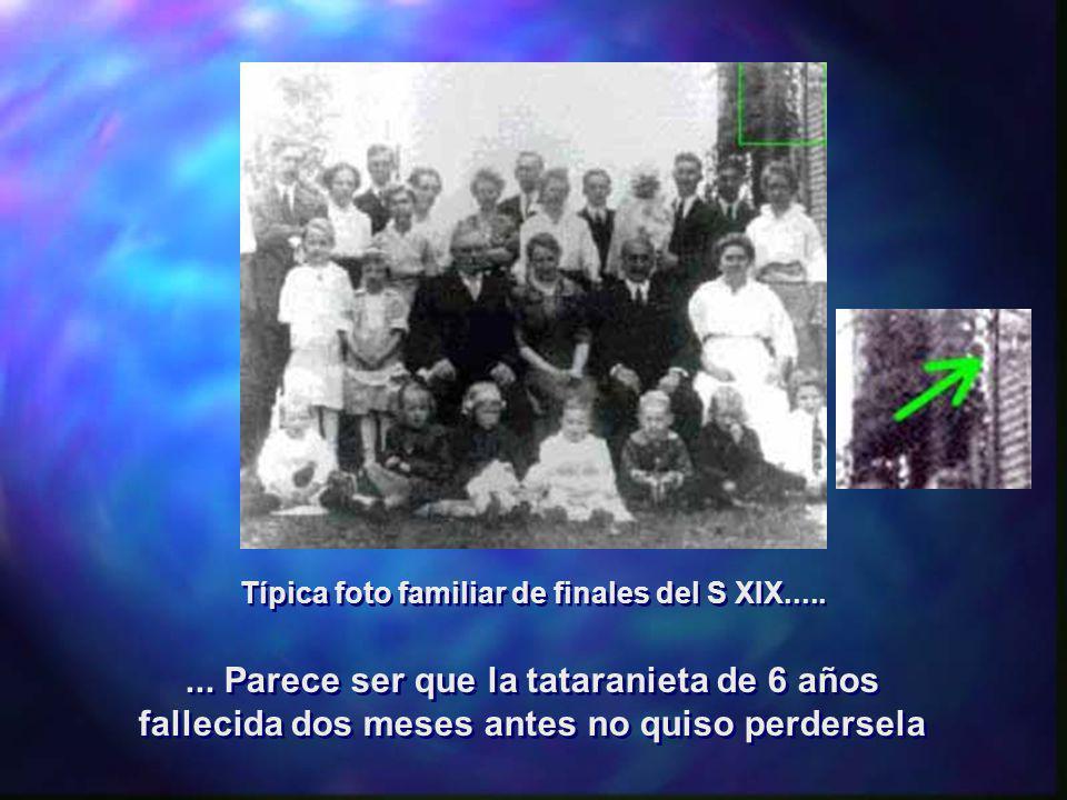 Típica foto familiar de finales del S XIX........ Parece ser que la tataranieta de 6 años fallecida dos meses antes no quiso perdersela... Parece ser