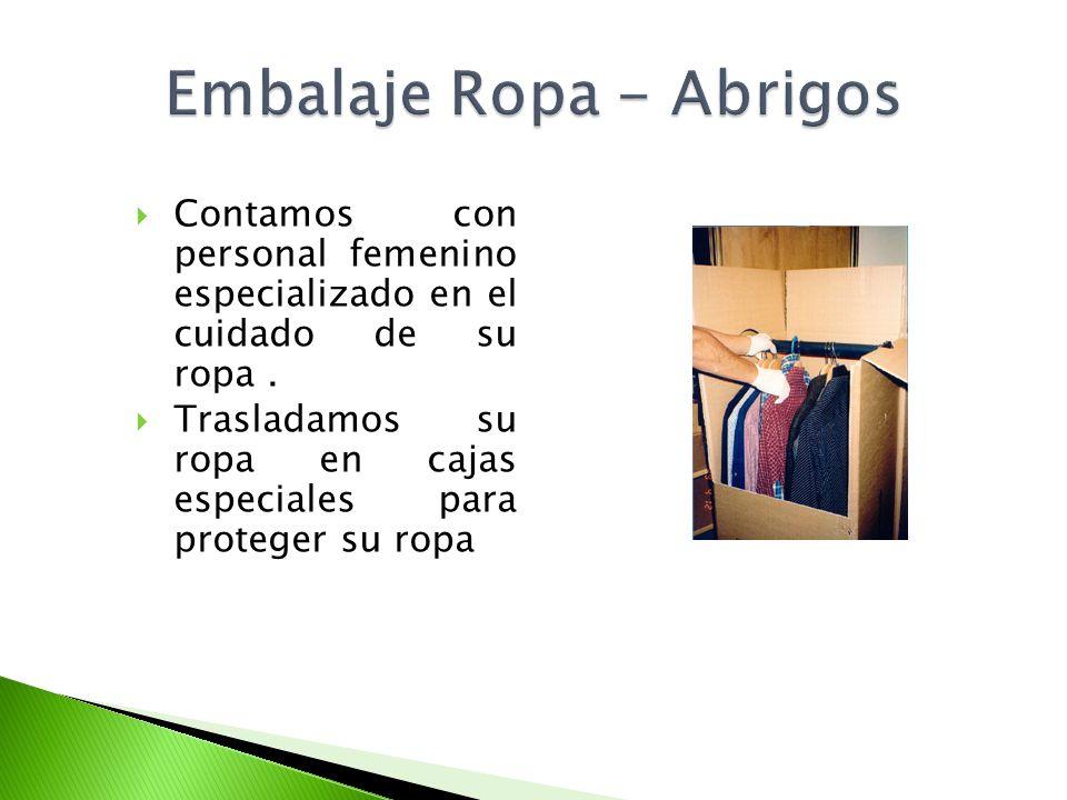 Contamos con personal femenino especializado en el cuidado de su ropa. Trasladamos su ropa en cajas especiales para proteger su ropa