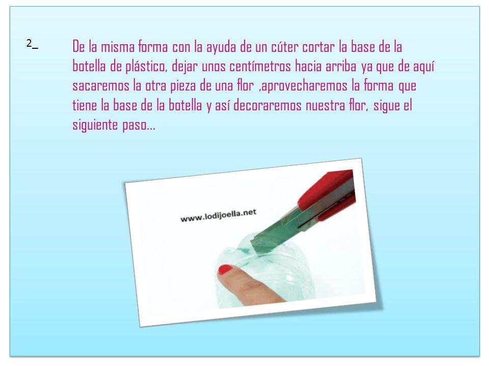 PROCEDIMIENTO 1_ Con unas tijeras cortaremos la boquilla de nuestra botella de plástico o también llamada Pet.Así tenemos que cortar un pedazo de plás