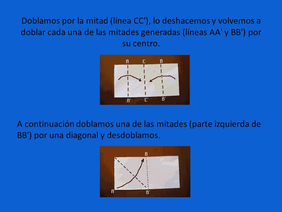 Doblamos por la mitad (línea CC'), lo deshacemos y volvemos a doblar cada una de las mitades generadas (líneas AA' y BB') por su centro. A continuació