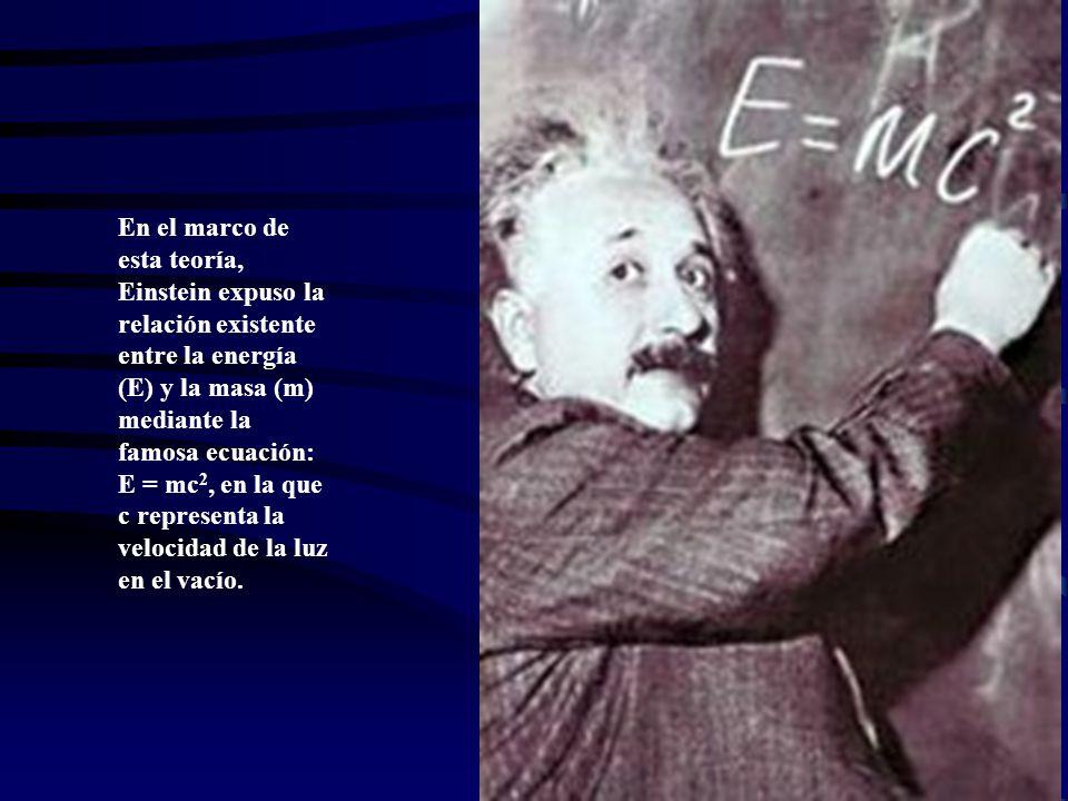 En el marco de esta teoría, Einstein expuso la relación existente entre la energía (E) y la masa (m) mediante la famosa ecuación: E = mc 2, en la que c representa la velocidad de la luz en el vacío.