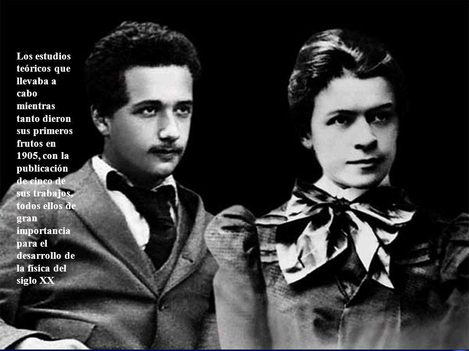 Los estudios teóricos que llevaba a cabo mientras tanto dieron sus primeros frutos en 1905, con la publicación de cinco de sus trabajos, todos ellos d