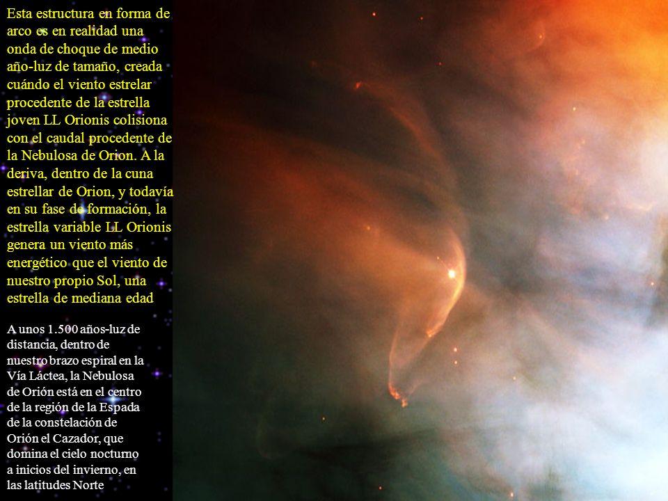 Esta estructura en forma de arco es en realidad una onda de choque de medio año-luz de tamaño, creada cuándo el viento estrelar procedente de la estre