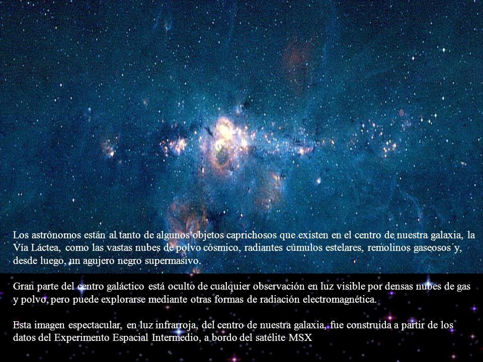 Los astrónomos están al tanto de algunos objetos caprichosos que existen en el centro de nuestra galaxia, la Vía Láctea, como las vastas nubes de polv