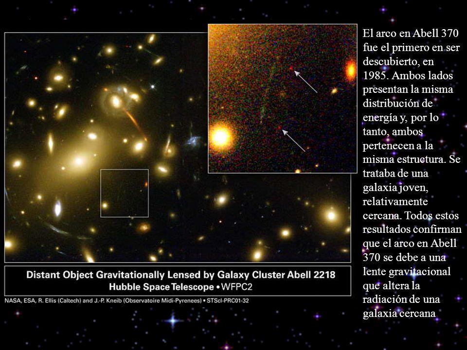 El arco en Abell 370 fue el primero en ser descubierto, en 1985. Ambos lados presentan la misma distribución de energía y, por lo tanto, ambos pertene